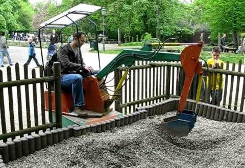 Leipzig's zoo. Playing excavator...