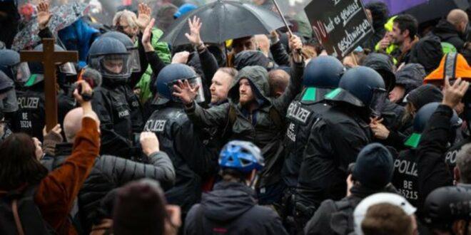 LIVE aus Leipzig: Demo gegen Corona-Maßnahmen - Gegendemonstrationen