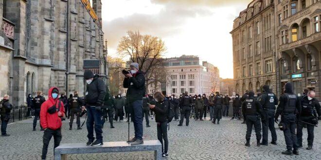 Leipziger Demo 04/05/2021 Die St. Thomas Kirche Antifa verfolgt Demonstranten